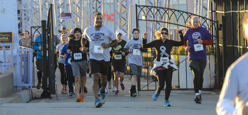 Participants in the 5k run during the 2014 Walk Ahead for a Brain Tumor Cure. Photo by Joe Simon.